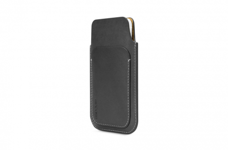 incase-pouch-iphone5-black-1.png