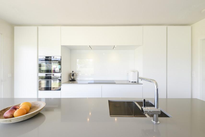Moderne Diapal keuken op maat met hoogglans accenten