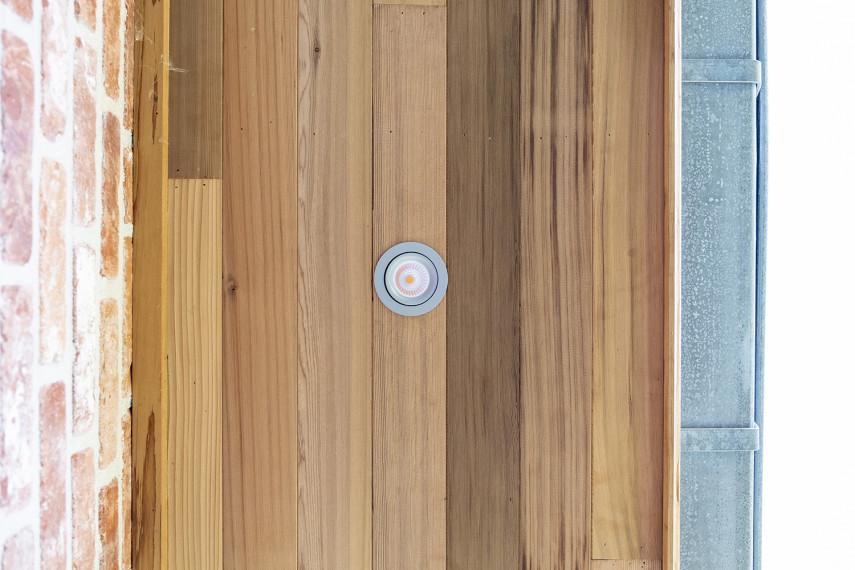 Bungalow afgewerkt met hout