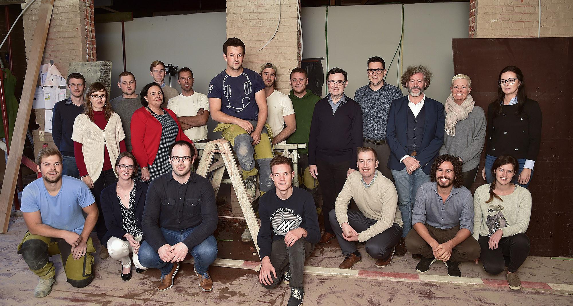Groepsfoto van de medewerkers bij bouwfirma All-Bouw