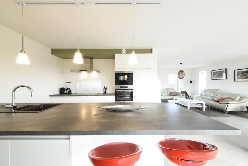 Moderne leefruimte in een All-Bouw nieuwbouwwoning
