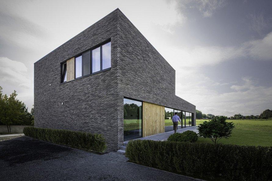 Moderne nieuwbouwvilla met Thermowood gevelbekleding