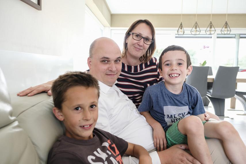 Peter en Marieke met hun zoontjes Harm en Nout in hun All-Bouw nieuwbouwwoning