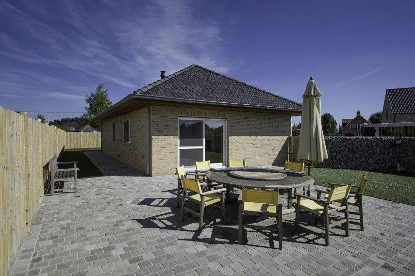 Nieuwbouw bungalow met modern terras