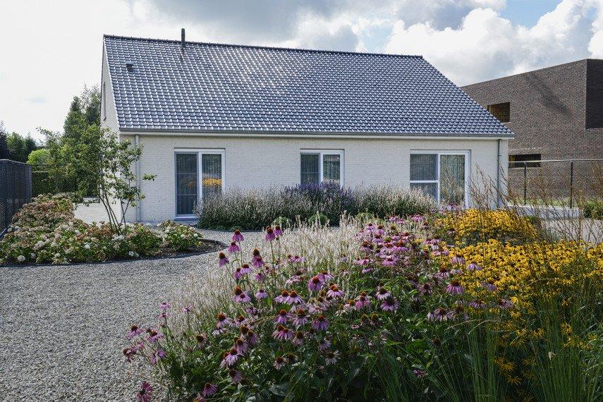 Creatief aangelegde tuin door totaalaannemer All-Bouw