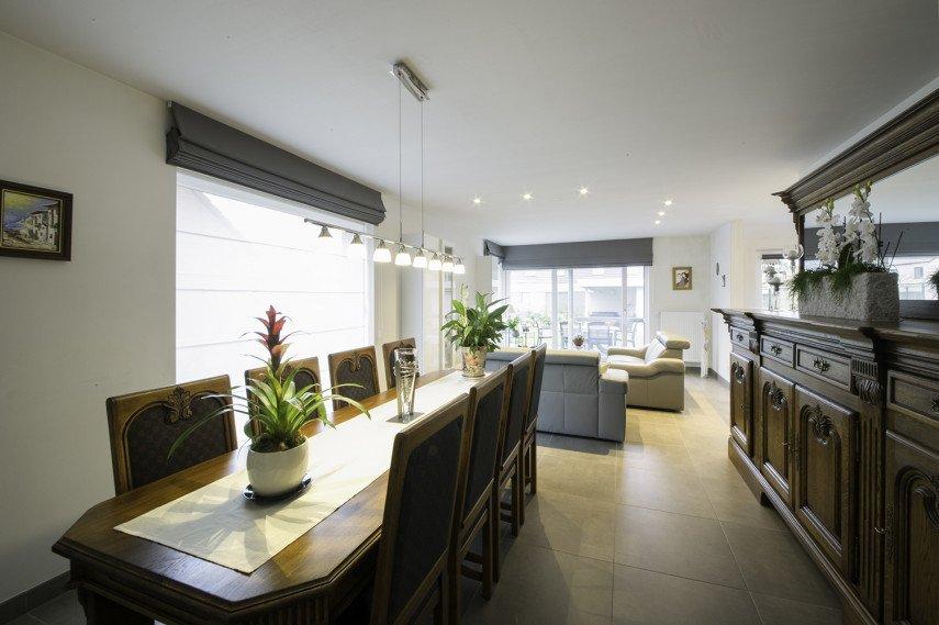 Moderne woonkamer met LED-verlichting
