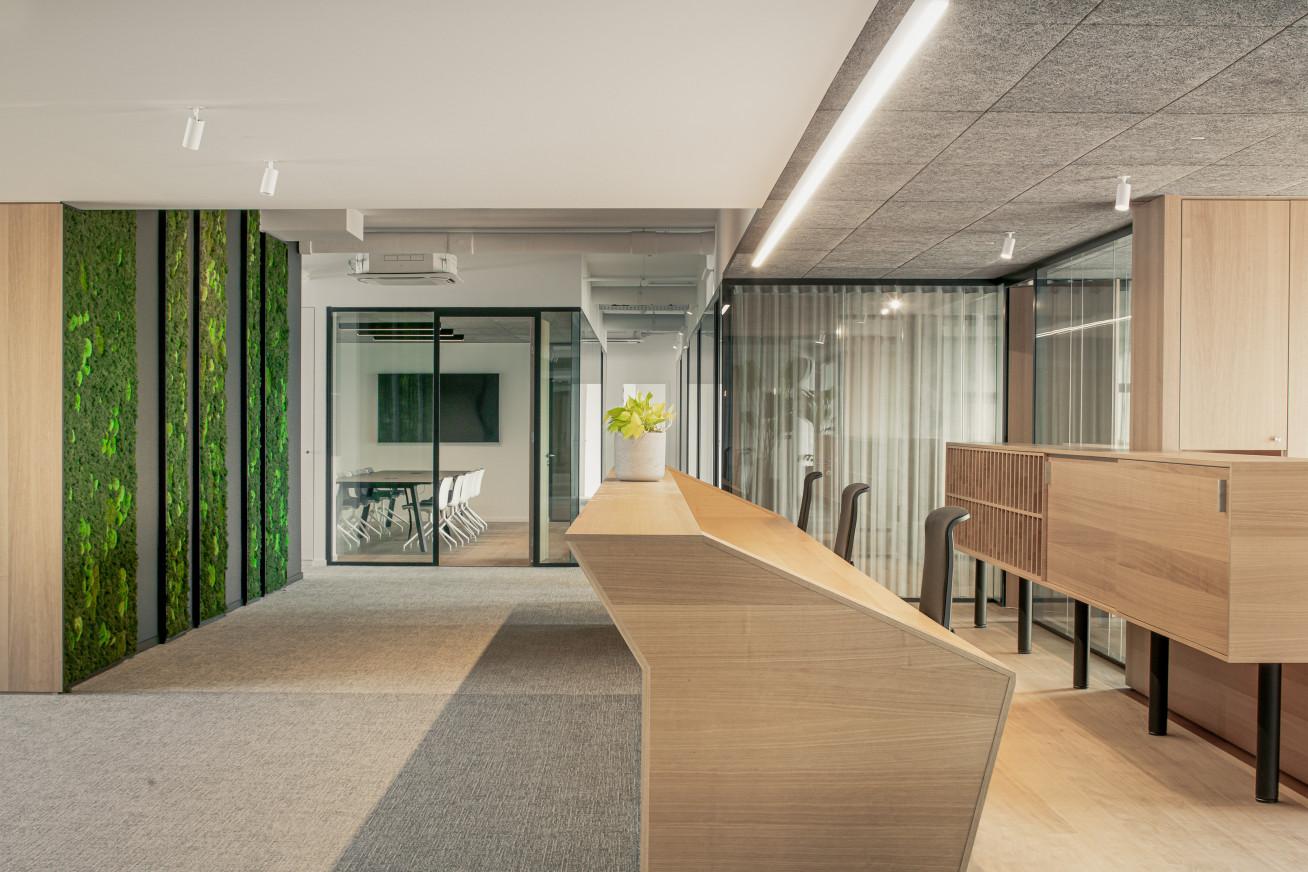 Het herinrichten van bouwonderneming Van Tornhaut, het centrale hoofdgebouw te Aalter was een...