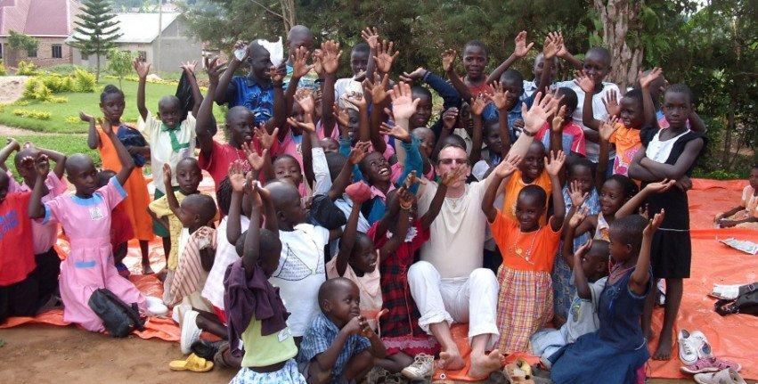 AS4 steunt Cara Nova Rainbow School in Oeganda
