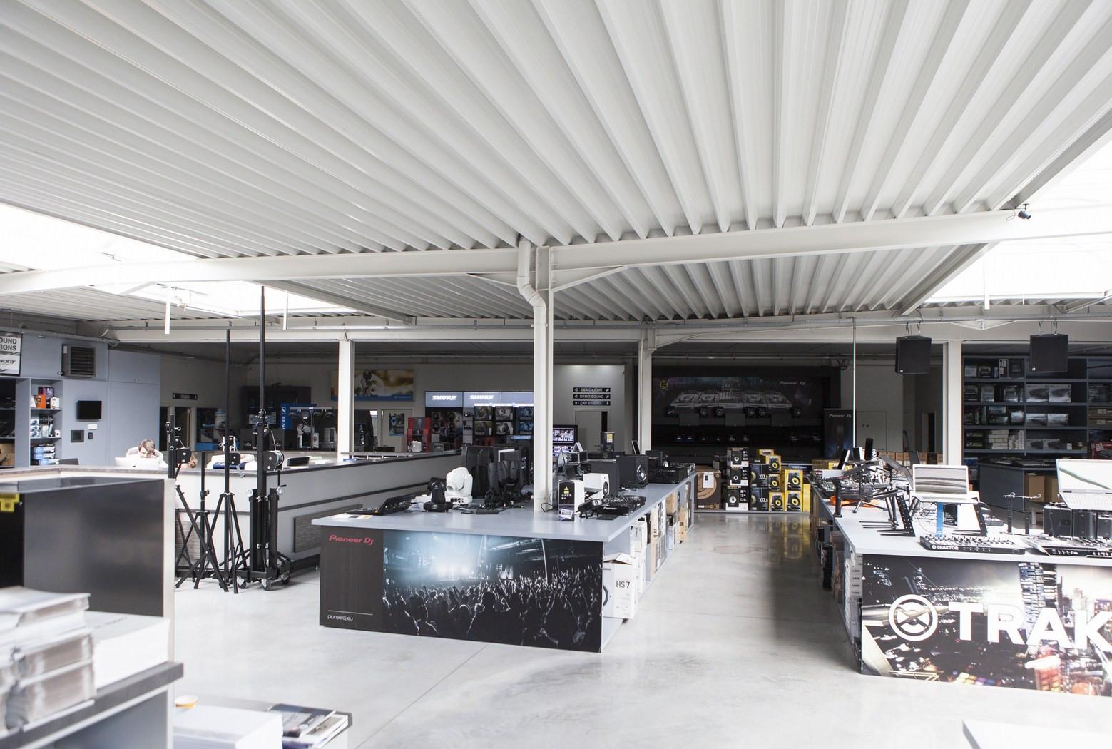 Bekafun Izegem winkel met magazijn.jpg