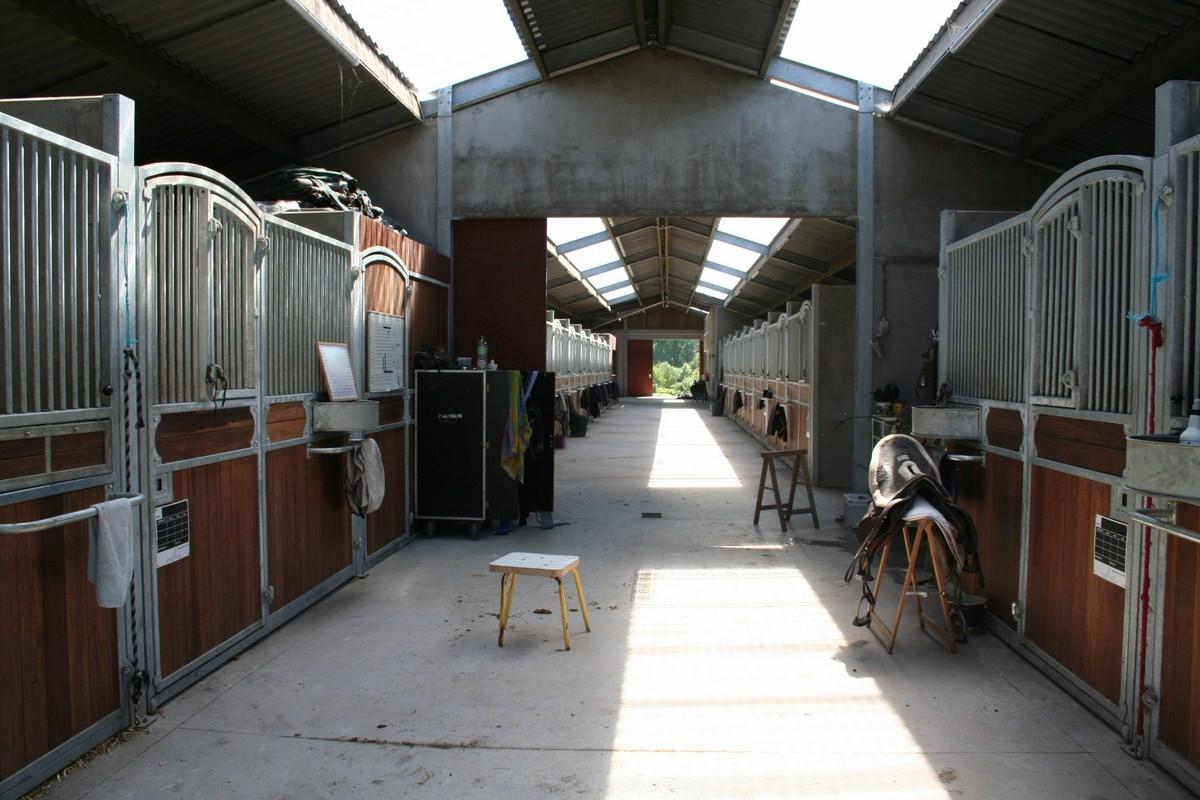 saint hermelle_paardenstallen_paardenboxen_binnenpiste_gouy les Pieton (21).jpg