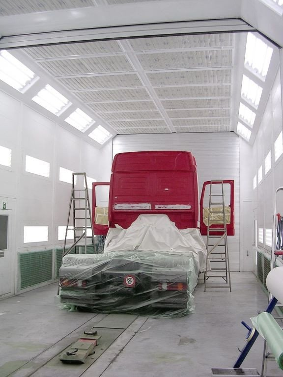 Double truck spray booth with side and rear extraction