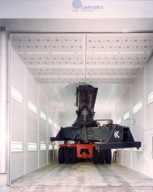 Cabine pour des objets de grandes dimensions, p.e. structures mécano-soudées