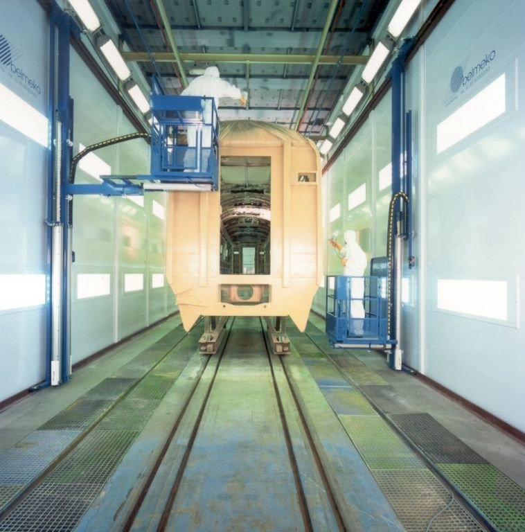 Natlakcabine met wall-man voor de spoorwegen
