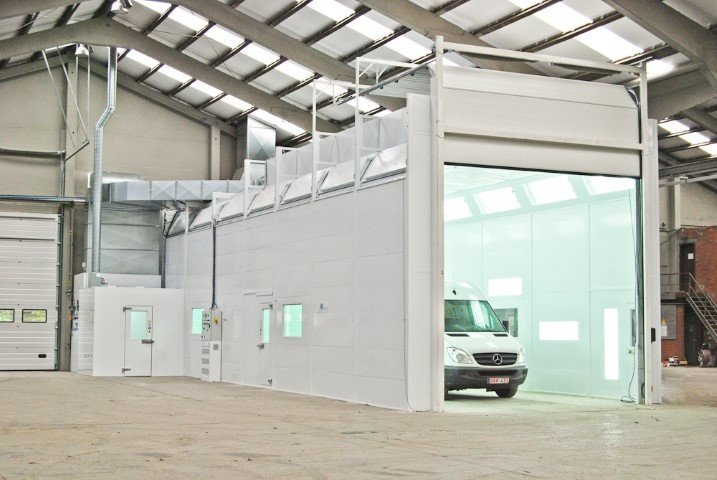 Spray booth for heavy vehicles
