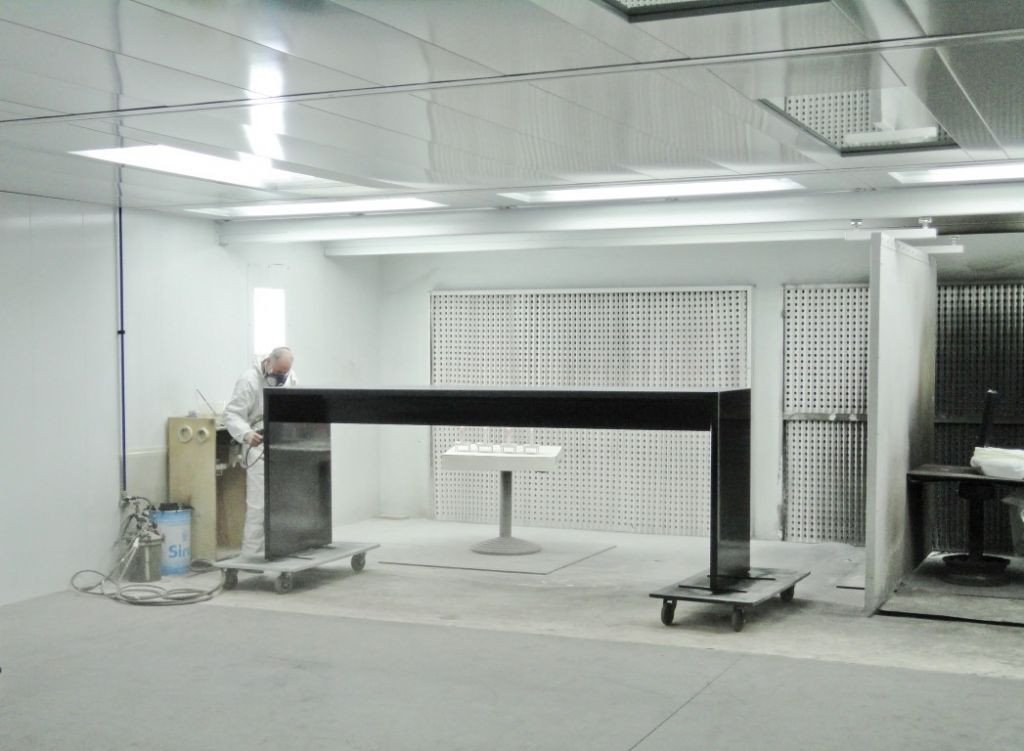 One spraybooth with two separate spray areas