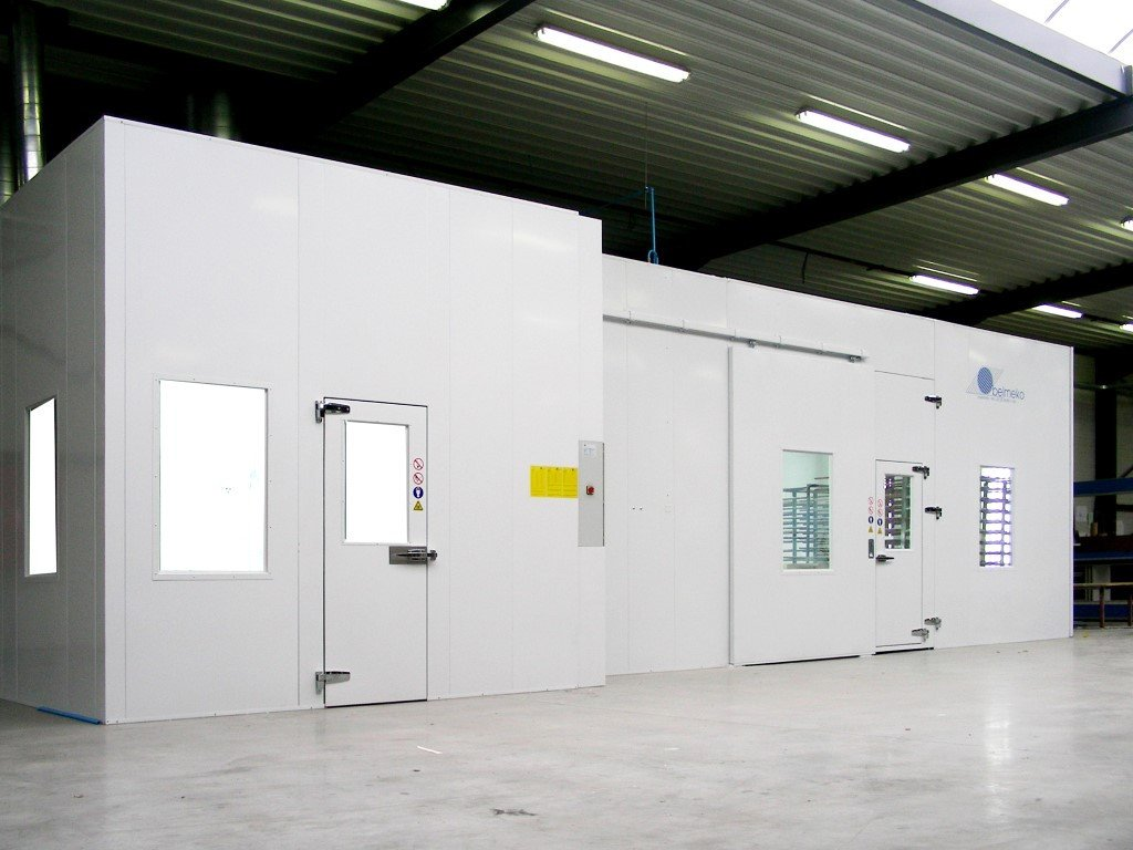 Paint mixing room and spray booth