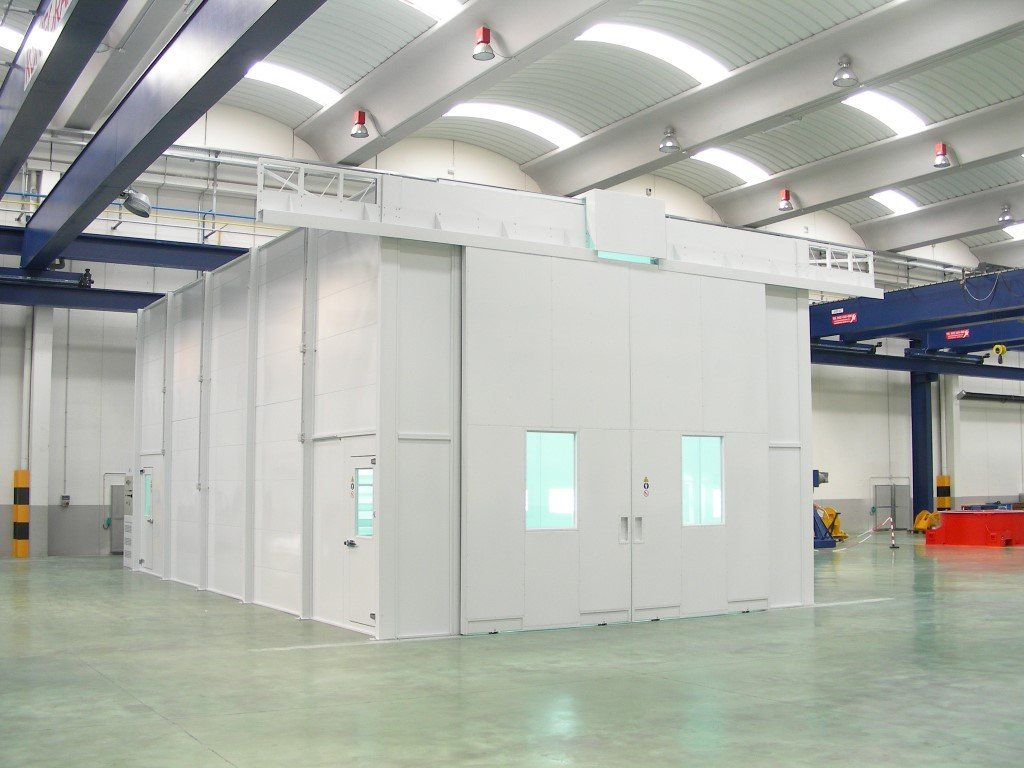 Big dry filter spray booth with a closable groove