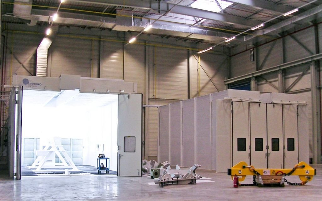 Two paint spraybooths to paint large painting objects