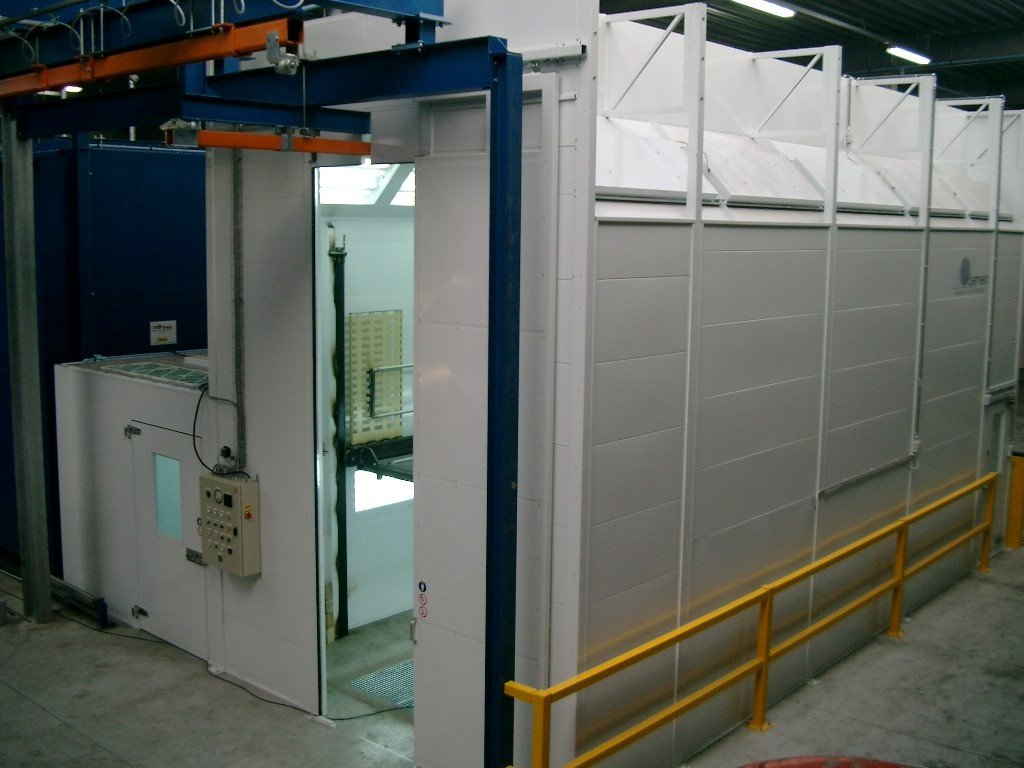 High industrial paintbooth with mixing room