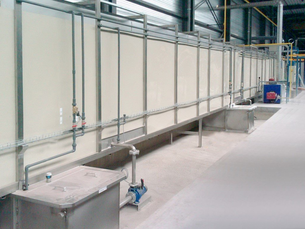 Treatment tunnel using spray systems