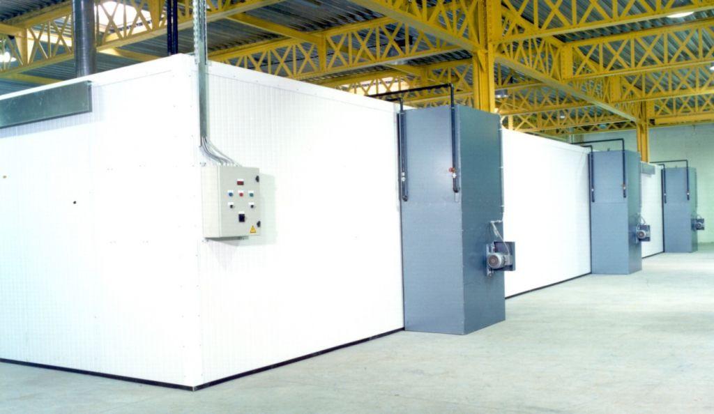 Grote industriële droogkamer met verwarming dmv warm waterbatterijen