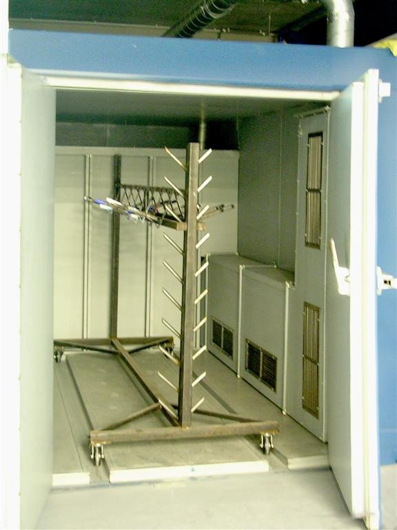 Oven to cure powder and adapted to use trolleys