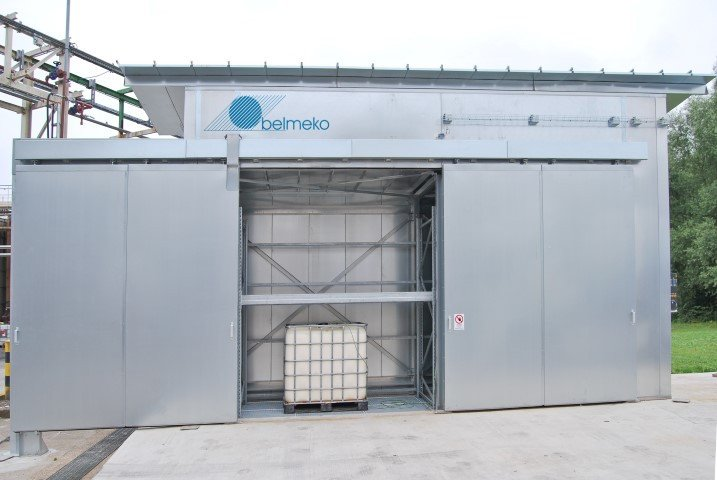 Heated chamber for IBC and drums: outside and for 8 IBC