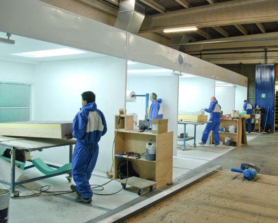 Différents postes chez un fabricant des matelas