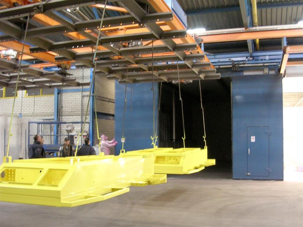Box cure oven with coupling bridge crane