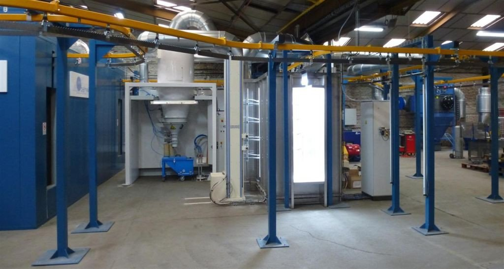 Fully automated paint line: continuous conveyor, powder booth with cyclone and automatic spray guns