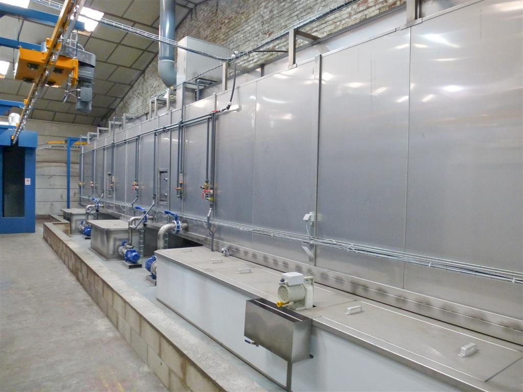 Pre-treatment tunnel in stainless steel