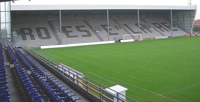 Zittribune voetbalstadion Schiervelde