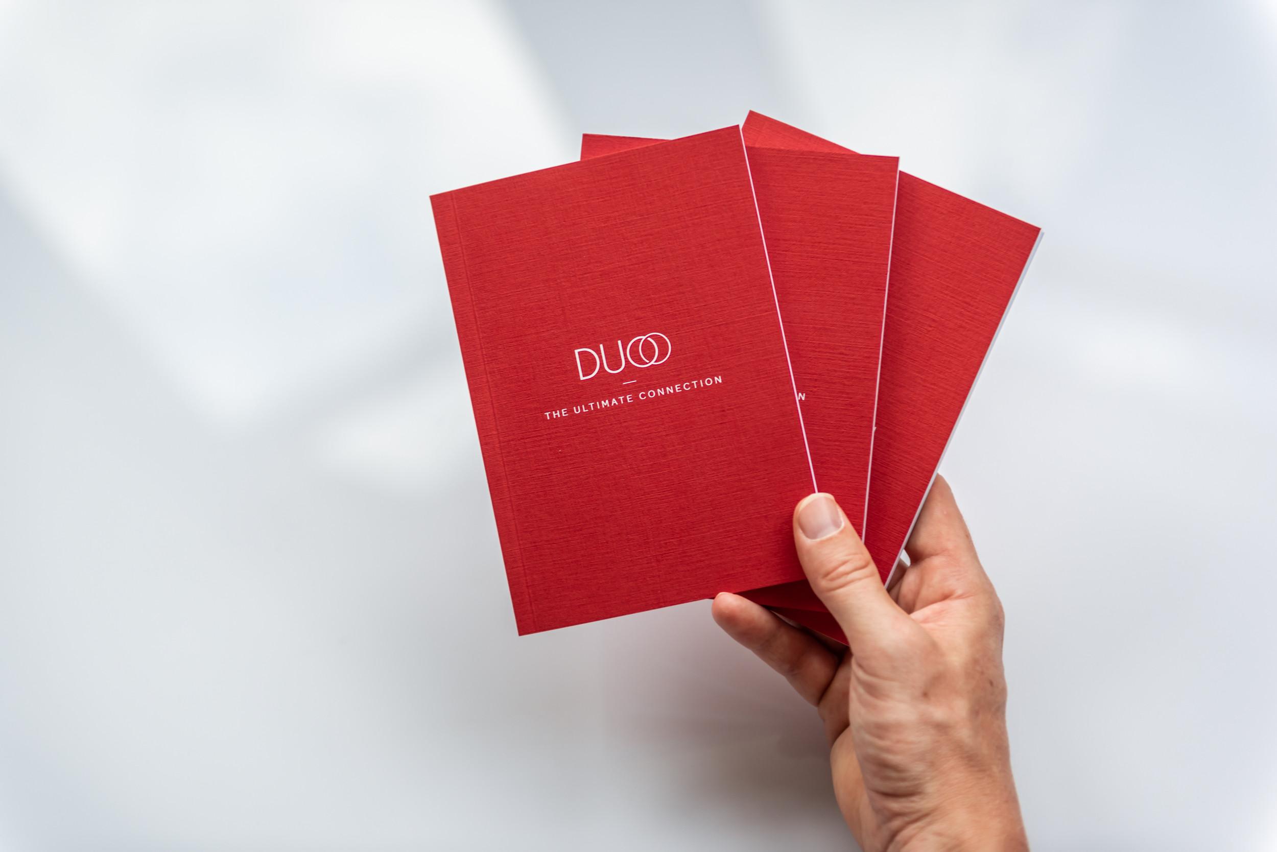 De brochure werd gedrukt op een papier met textuur