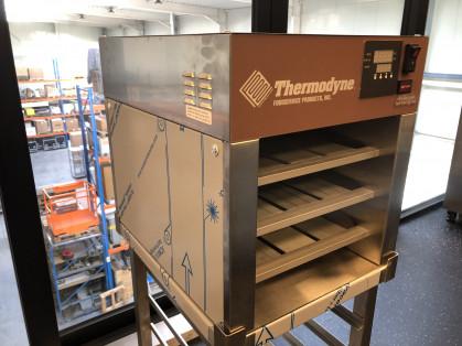Thermodyne's Fluid Shelf System stuurt constant een op de juiste temperatuur gehouden...