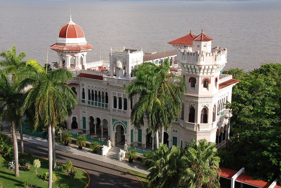 Palacio-Valle-Outside-at-Cienfuegos-.jpg