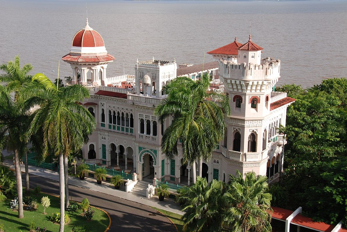 Palacio-Valle-Outside-at-Cienfuegos-.jpg