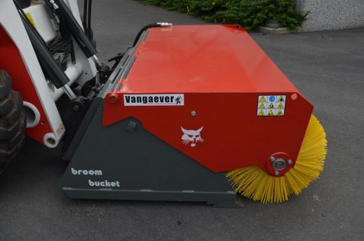 3702 - Veegborstel met opvangbak bobcat of wiellader 2,5 ton 1.jpg