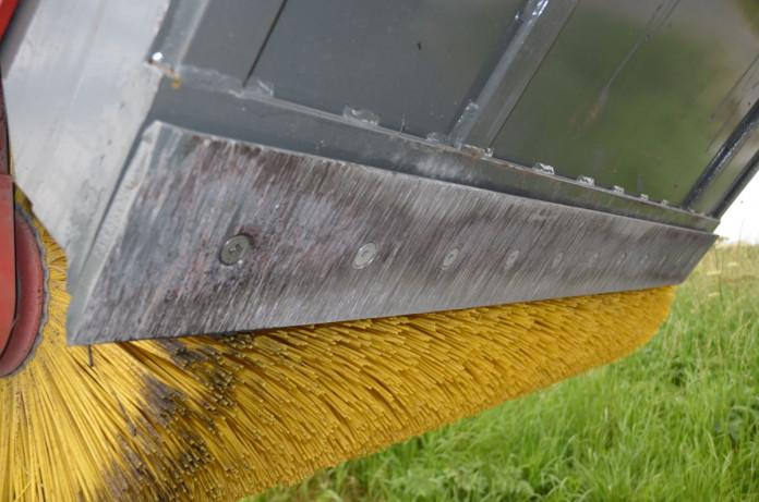 3702 - Veegborstel met opvangbak bobcat of wiellader 2,5 ton 3.jpg