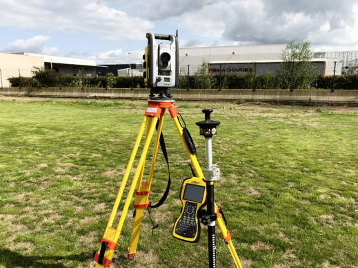 Trimbe Total Station SPS730 2.jpg