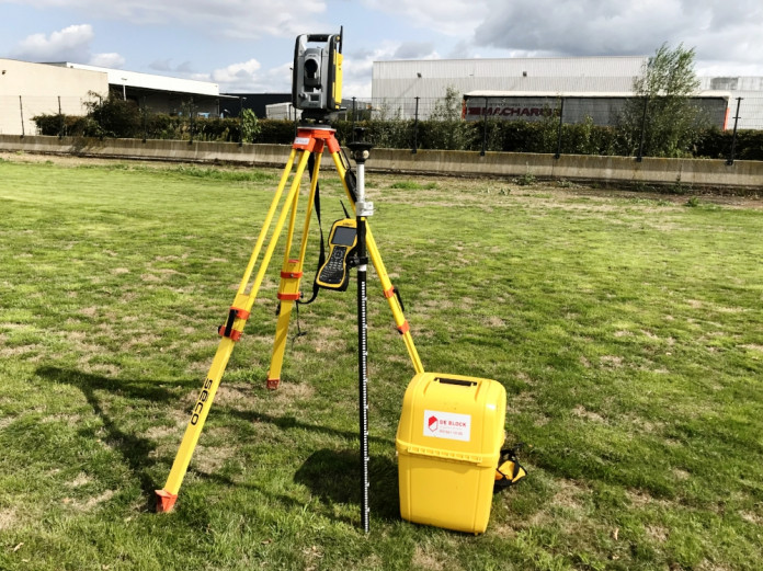 Trimbe Total Station SPS730.jpg