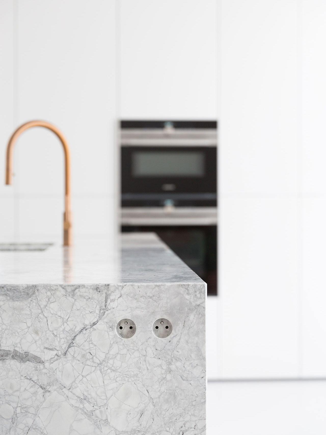 Dekeyzer-hedendaagse-keuken-realisatie-Gent-natuursteen-5.jpg