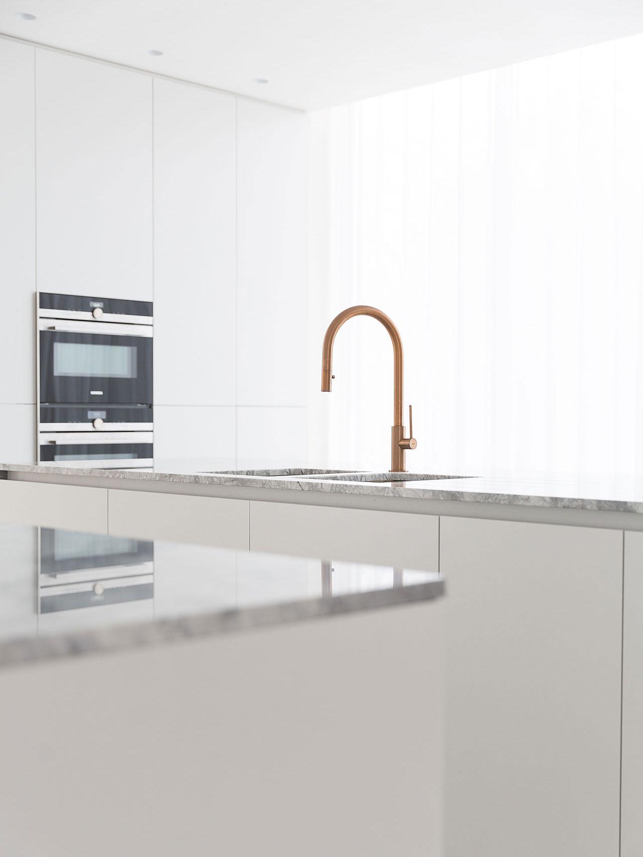 Dekeyzer-hedendaagse-keuken-realisatie-Gent-natuursteen-6.jpg