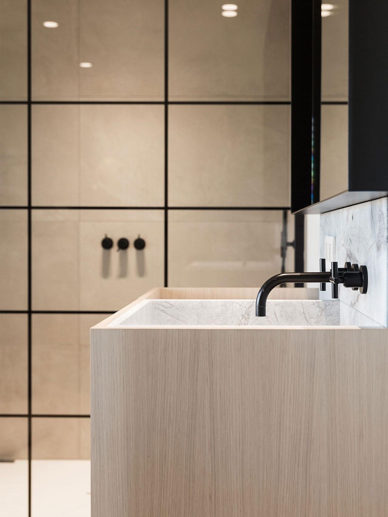 totaalinrichting-badkamer-haard-vestiaire-marmer-1.jpg