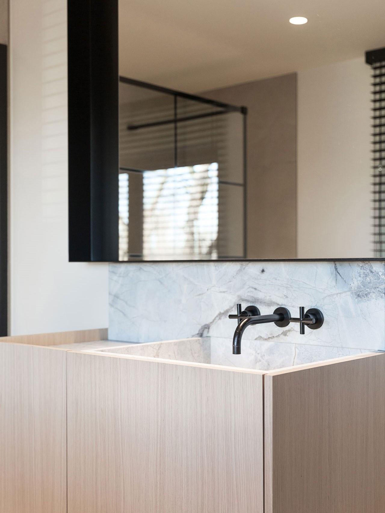 totaalinrichting-badkamer-haard-vestiaire-marmer-5.jpg