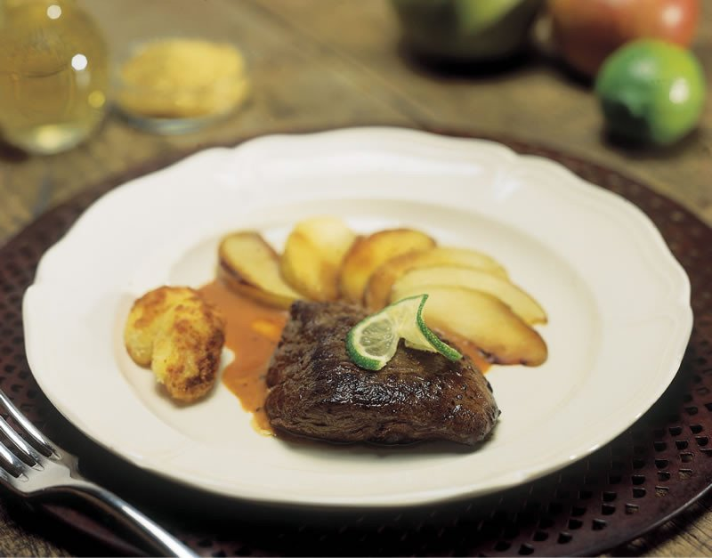 Elandsteak met appel.jpg