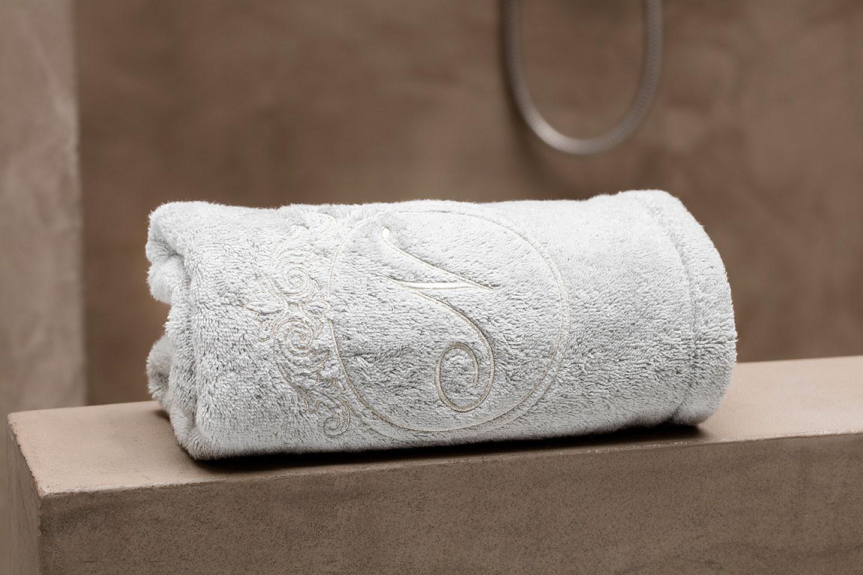 je initialen op handdoeken (bedlinnenadvies door De nachtwacht).jpg