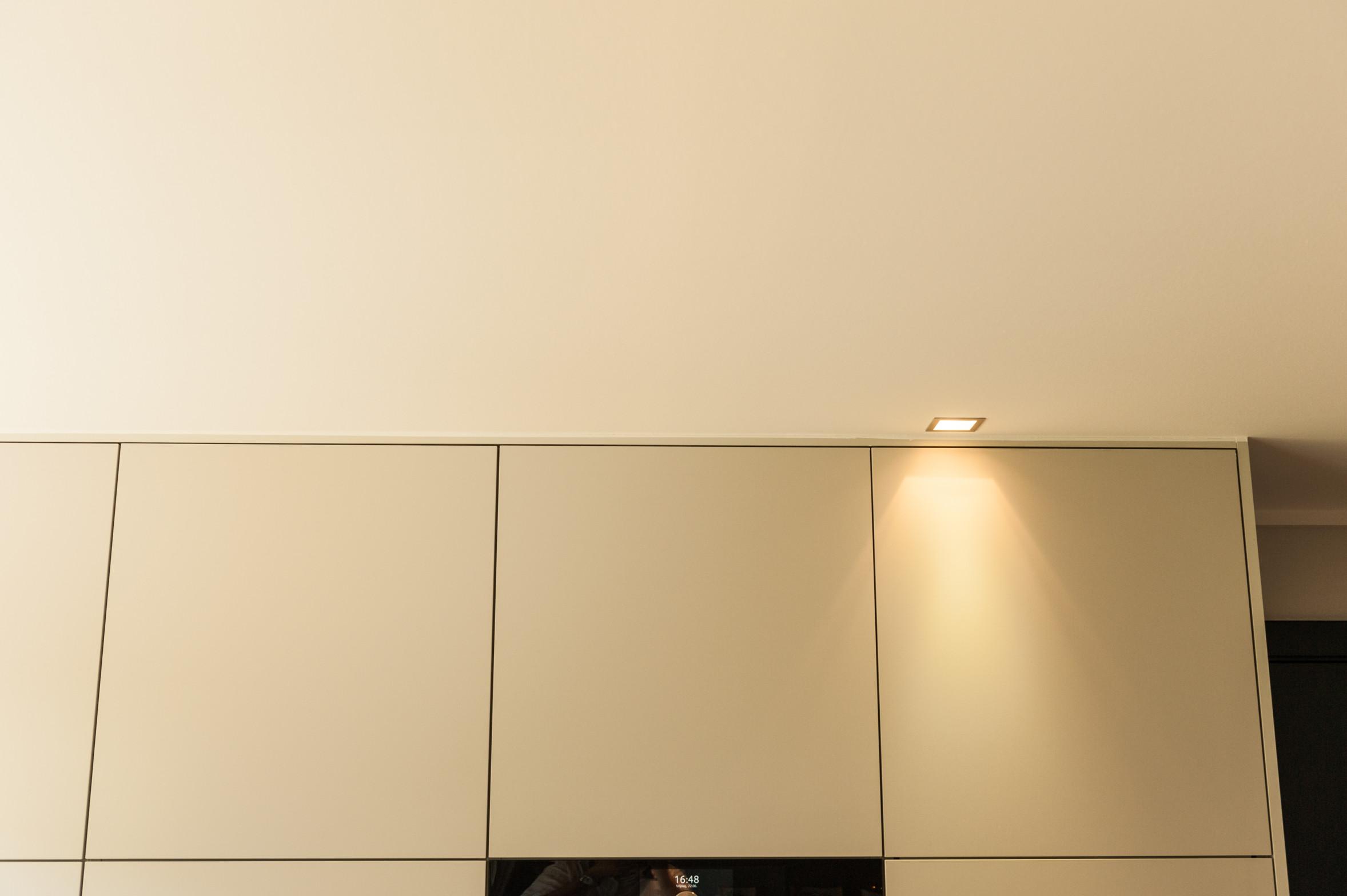 Keuken kasten tot aan plafond boven.jpg