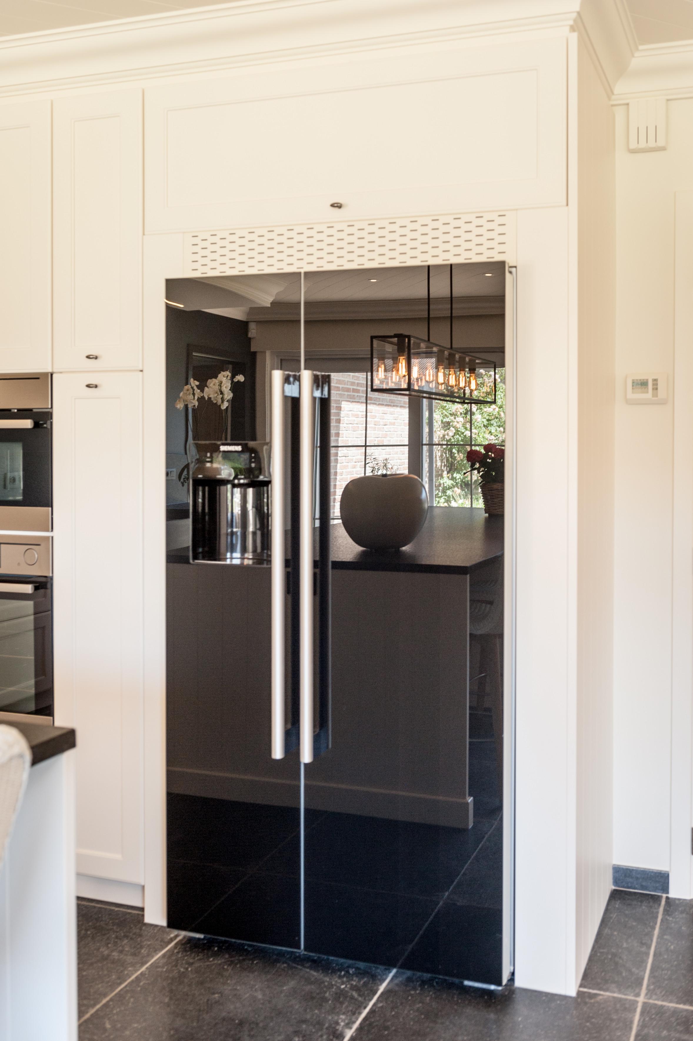 9 landelijke keuken amerikaanse koelkast.jpg