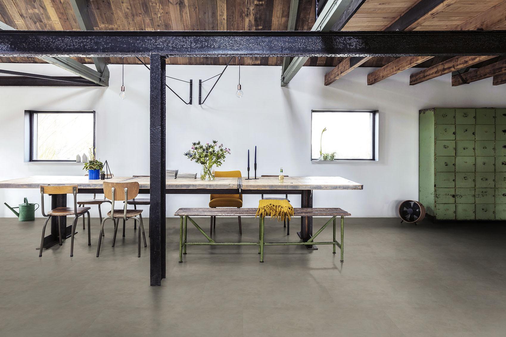 De natuurlijke look van betonvloer met het gemak van vinyl