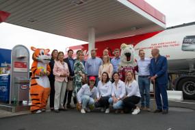 l'équipe G&V sur la photo lors de l'ouverture Esso Waregem